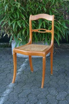 bauernstuhl-kirschholz-spitzbeine-vorne-saebelbeine-hinten-sitzplatte-geflechtet-hochglanz-lackpolitur-sitzhoehe-47-cm