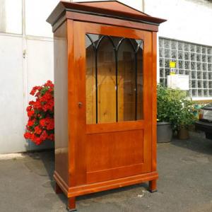 biedermeier-vitrine-kirschbaumfarben-gebeizt-gotisch-versprosste-tuer-190x110x57-cm
