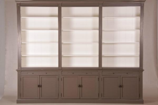 grosse-buecherwand-3-teilig-im-landhausstil-mit-hoehenverstellbaren-regalboeden-und-leiter-hoehe-240-cm