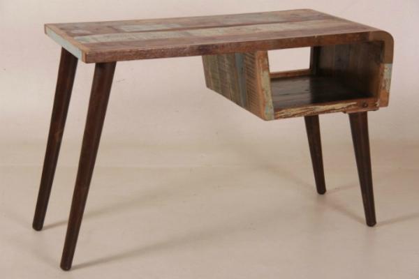schreibtisch-im-industrial-sixties-design-recycletes-sheesamholz-angewinkelte-fuesse
