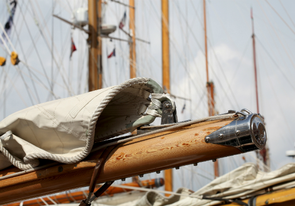 Segelboot aus Teakholz
