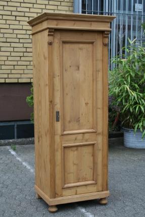 Weichholz Schrank im Jugendstil Holzmaserung stabile Fachböden