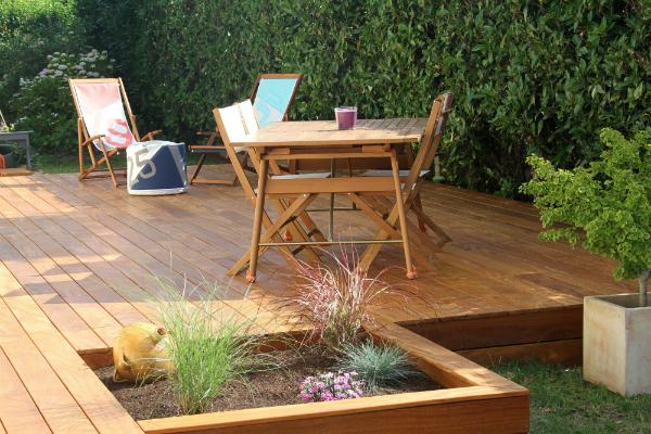 Terrasse und Gartenmöbel aus Teakholz