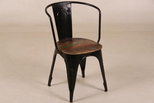 Vintagestuhl im Industrie-Look