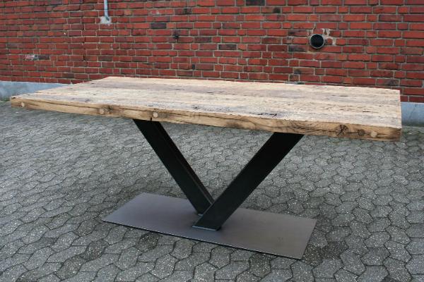 massivholz-tisch-alte-balken-eiche-verschiedene-varianten