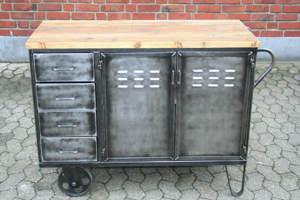 vintage-fabrik-kommode-mit-raedern
