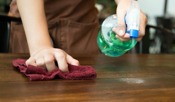 Bei Möglichkeit auf chemische Reinigungsmittel verzichten