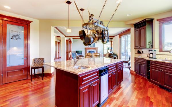 Kücheneinrichtung aus Mahagoni Holz