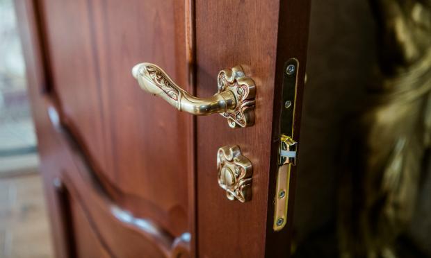 Alte Haustüren machen auch innerhalb des Hauses eine gute Figur