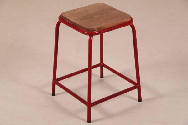 hocker-im-industrie-look-mit-massivholzplatte-in-rot-moebel-im-industriedesign