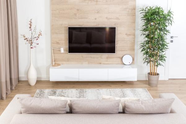 wohnzimmer-klar-strukturiert-kreative-leuchten