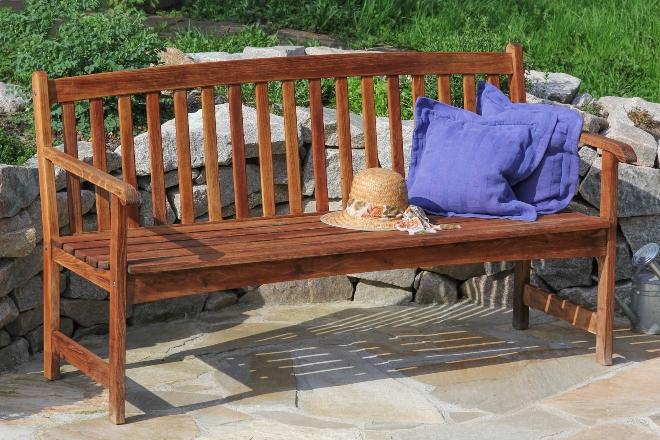 Gartenmöbel aus Regenbaumholz