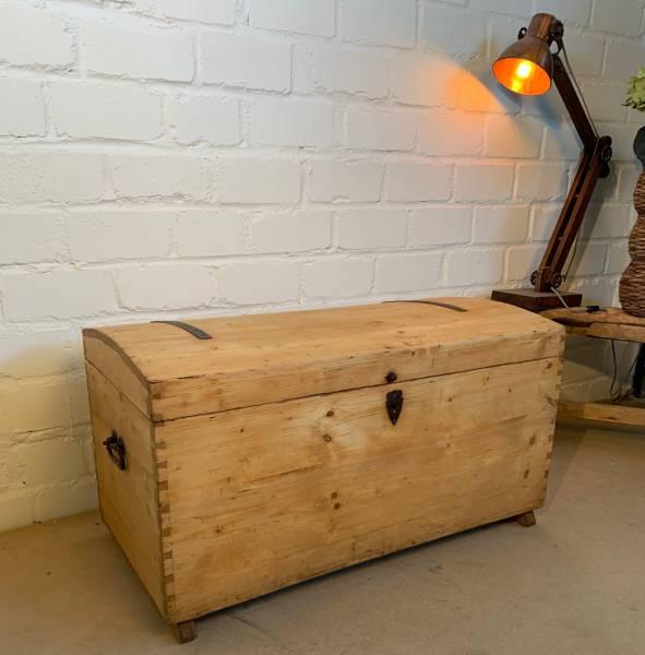 biedermeier-truhe-bauernmoebel-antiker-stil