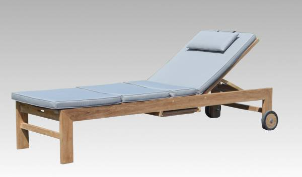sunbed-lounger-teakholz-mit-auflage-poolbereich-gestalten