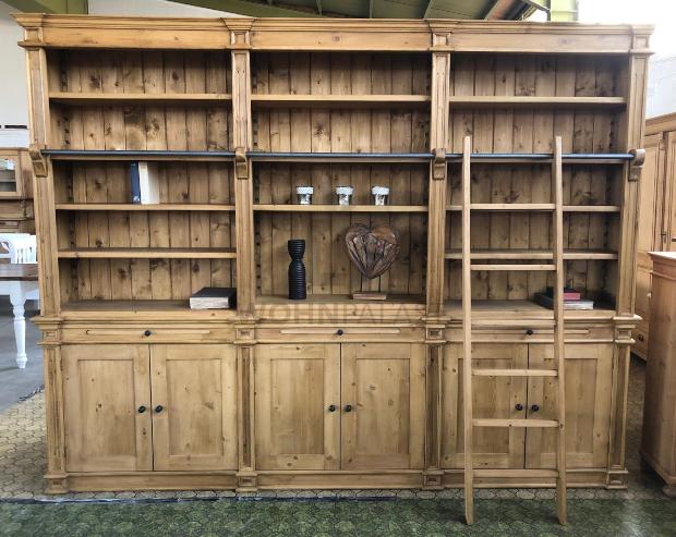 Bücherwand Wieland im Landhaus Stil 300 cm - Teil einer gemütlichen Leseecke