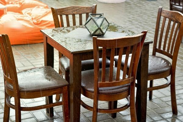 Wetterfeste Moebel mit der richtigen Holzpflege holz-vor-witterung-schuetzen