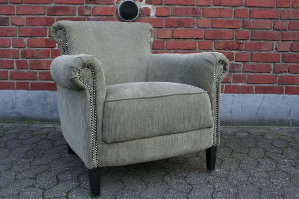bequemer-lounge-sessel-mit-gemuetlich-einladendem-cordbezug-kaminsessel
