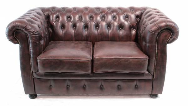 chesterfield-2er-sofa-einrichten-im-retrostil
