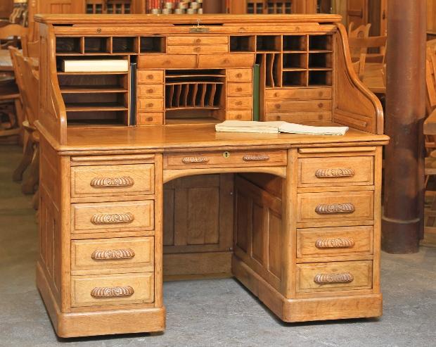 Sekretär aus hellem Holz
