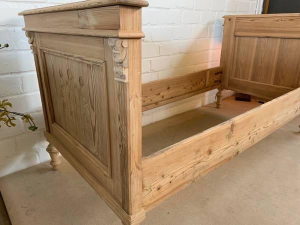 original Jugendstil Bett im Landhausstil - Baby- und Kinderbetten aus Holz