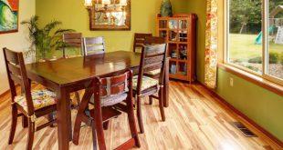 Tisch mit Stühlen - Möbel aus Mahagoniholz