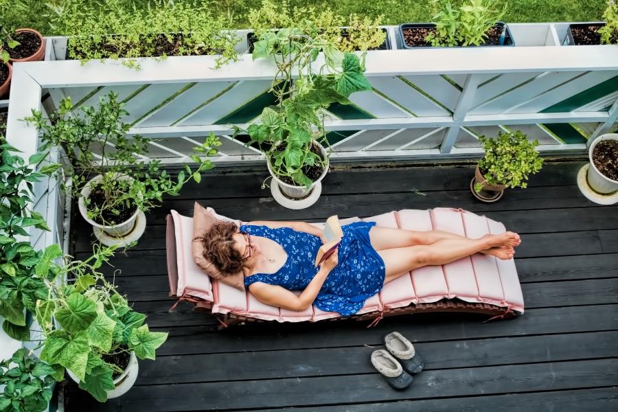 Urlaub auf Balkonien Sonnenliegen
