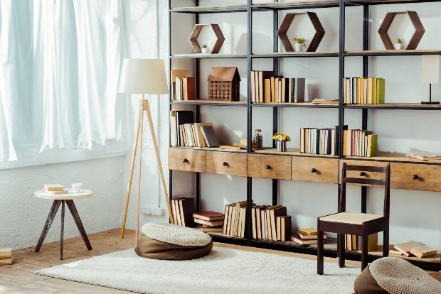 Bücherregal mit Schubladen - Bücher aufbewahren