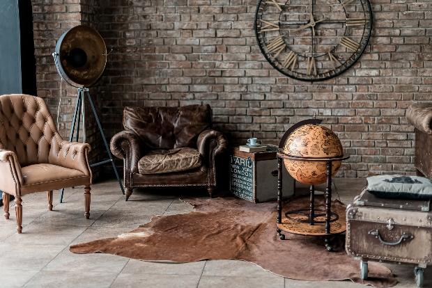 Antiker Globus als Accessoire