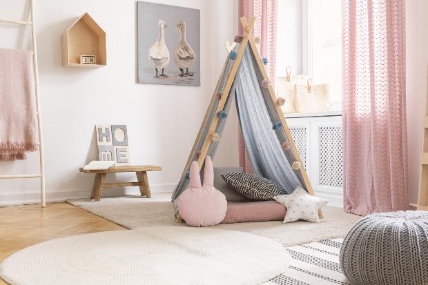 Zeltbetten mit Stoff überzogen