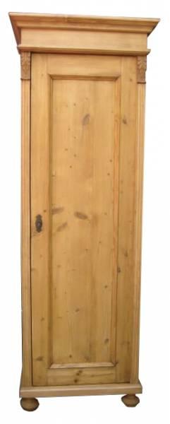 Dielenschrank aus Weichholz im Landhausstil