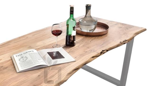 Esstisch Akazie aus Massivholz - Rotweinflecken vom Holztisch entfernen
