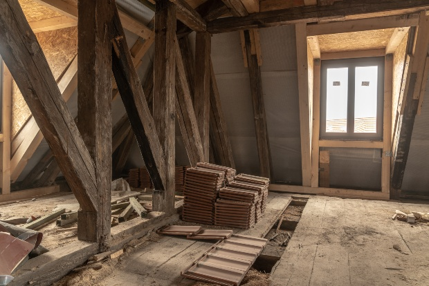 Altes Haus mit Holzstreben wird renoviert - Einrichten im Cottage Style