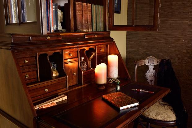 Eleganter Sekretär - Klassische Möbel