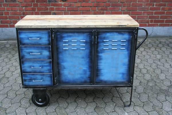Vintage Fabrik-Kommode mit Rädern