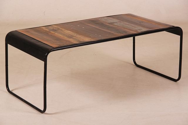 couchtisch industrial chic mit metallgestell. Black Bedroom Furniture Sets. Home Design Ideas