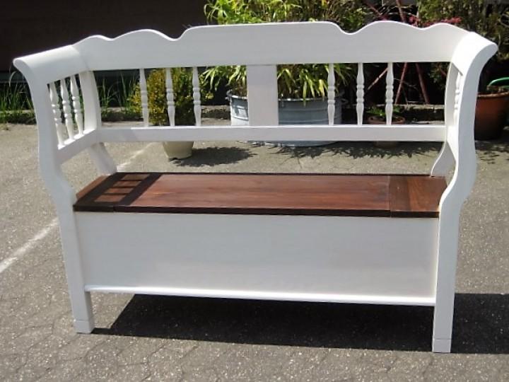 truhenbank spindel wei braun m bel wohnpalast m bel. Black Bedroom Furniture Sets. Home Design Ideas