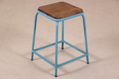 hocker im industrie look mit massivholzplatte copy. Black Bedroom Furniture Sets. Home Design Ideas