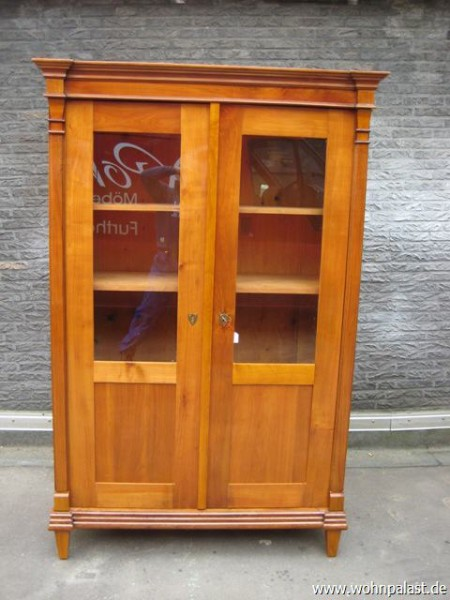 original biedermeier vitrine aus kirschholz sale online kaufen im antik m bel shop. Black Bedroom Furniture Sets. Home Design Ideas